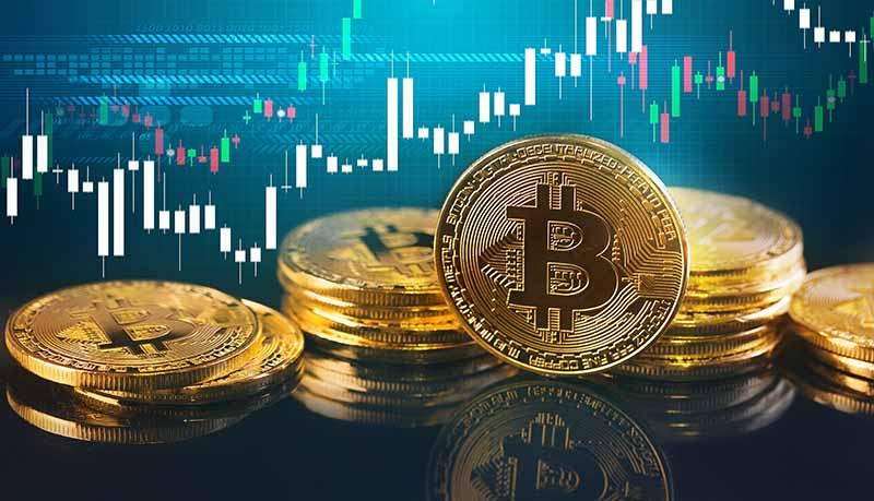 une pièce symbolisant le bitcoin avec un graphique derrière elle